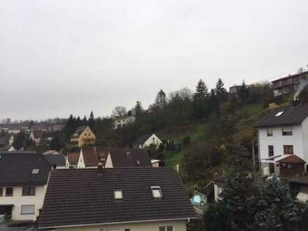 Stilvolle, neuwertige 2-Zimmer-Dachgeschosswohnung mit Balkon und EBK in Würzburg Versbach