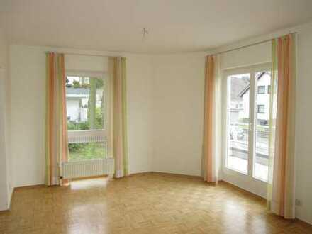 Helle und geräumige 3,5-Zimmer-Wohnung mit Sonnenbalkon in Top-Wohnlage von Bonn-Beuel-Holzlar !!!