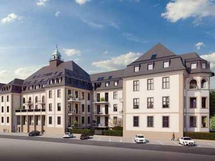 Auf höchstem Niveau: DG-Wohnung mit ~52 m² Wohn-/Essbereich und sonniger Loggia an Wohlfühladresse