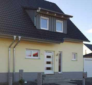 Sonnige Doppelhaushälfte in moderner Architektur in Wilhermsdorf