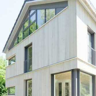 Seenähe: Architektenhaushälfte