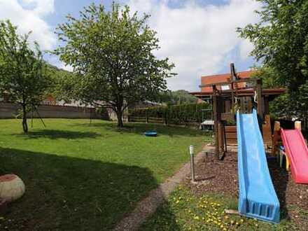 Ein toller Garten zum Spielen - renovierungsbed. Haus sucht Handwerkerfamilie