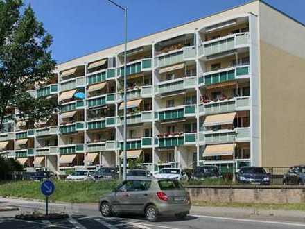 ***Von oben sieht alles viel schöner aus*** Gemütliche 3-Raum-Wohnung mit Balkon