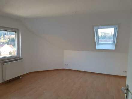 Schöne helle 2-Zimmer-Dachgeschosswohnung mit Balkon in Neustetten-Wolfenhausen