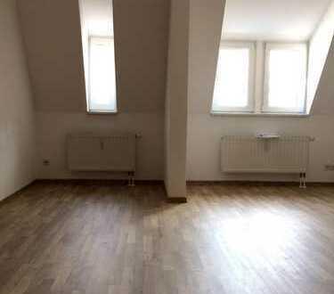 +++ Dachgeschoss - Kuscheln erlaubt! Laminat, Dusche und seperate Küche in der Südvorstadt +++