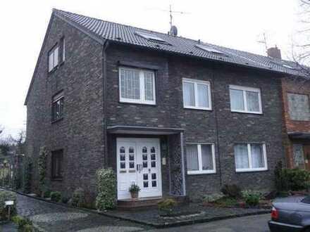 Schöne, gemütliche 3-Zimmer-Dachgeschoss-Wohnung in DU-Bergheim zu vermieten