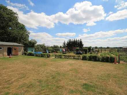 Vermietetes, wunderschönes ca. 8.350 qm großes Grundstück mit Mehrfamilienhaus und Stallgebäude