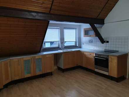 Gepflegte 2-Zimmer-DG-Wohnung mit Einbauküche in Freigericht