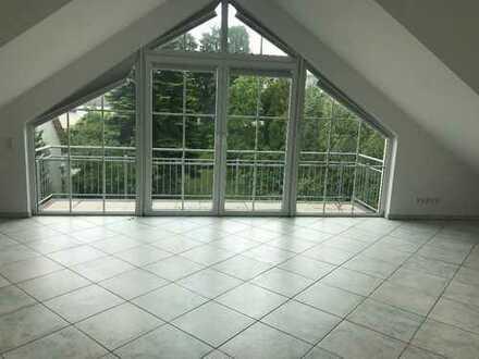 Exklusive, geräumige und neuwertige 2 Zimmer-Dachgeschoßwohnung mit Balkon in Kronberg Oberhöchstadt