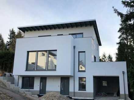 Neubau! Erstbezug! Sonnige Lage mit Fernblick - Einfamilienhaus mit EBK + großer Garten