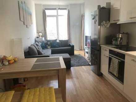 Stilvolle, neuwertige 2-Zimmer-Wohnung mit Balkon und EBK in Kreuzberg, Berlin