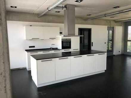 Neuwertige 2,5-Zimmer-Wohnung mit Balkon und EBK in Ursensollen