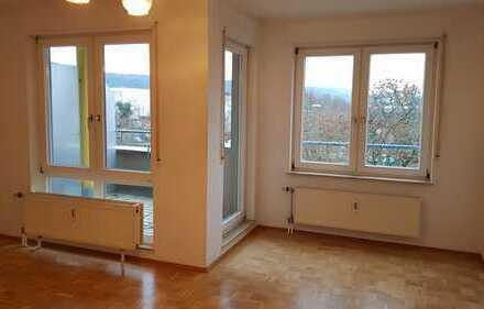 Modernisierte, helle 1-Zimmer-Wohnung mit Balkon und Einbauküche in Ettlingen