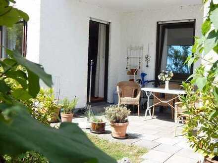 Großzügige 2,5-Zimmer-Wohnung mit Essdiele und kleinem Gartenanteil!