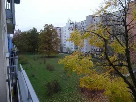 Stilvolle 3-Zimmer-Wohnung mit Balkon und Einbauküche in Fürstenried, München