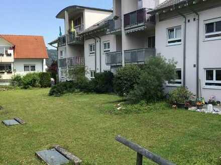 Dachgeschosswohnung mit zwei Zimmern sowie Balkon und EBK in Tuttlingen