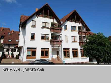 Helle 2 Zimmer DG Wohnung mit Einbauküche und Loggia in Zell-Weierbach