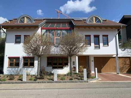 Schönes, komplett modernisiertes Einfamilienhaus inklusive Büroeinheit in Eisingen