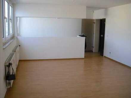 Schöne, renovierte 3 Zimmer-Wohnung mit offener Küche direkt in Stadtmitte!!!