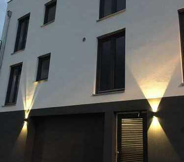 Exklusive 4-Zimmer-Whg. mit Balkon im 1. OG