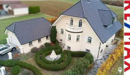LUXUS PUR: Eindrucksvolle Villa in idyllischer Nachbarschaft