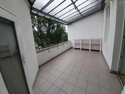 Zentral gelegene, ruhige und renovierte 4 Zimmer Wohnung, Balkon (Küchenübernahme)