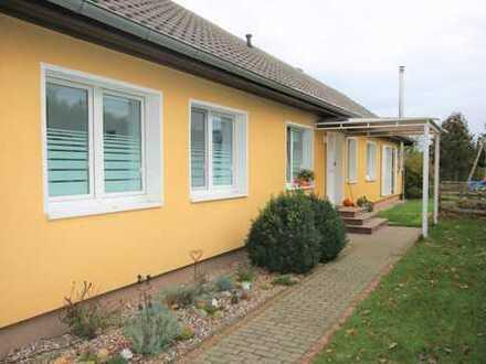 Schöner modernisierter Bungalow mit sehr großem Garten und ca. 3000 m² Grundstück!