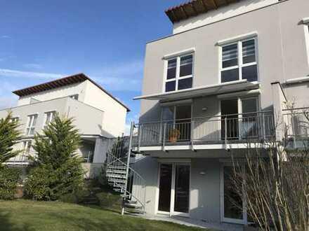 Schönes, geräumiges Doppelhaus mit 6 Zimmern, Terrasse, Balkon, Dachterrasse in Langen (Hessen)
