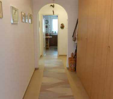 Helle 3 Zimmer Wohnung mit zwei Balkonen, Lift und TG