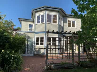 Architekten-Einfamilienhaus mit Pool und großem Grundstück