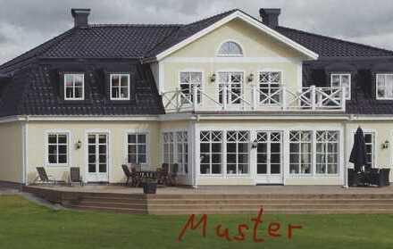Erdgeschosswohnung im Schwedischen Herrenhaus eines Dreiseiten Ensembles mit parkähnlicher Fläche