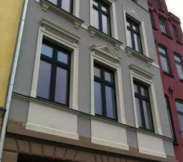 Innenstadt, sanierte 1 Zimmerwohnung mit Schlafboden und Einbauküche