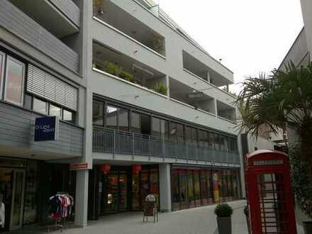 Ladengeschäft Fußgängerzone in Lörrach mit großer Schaufensterfront