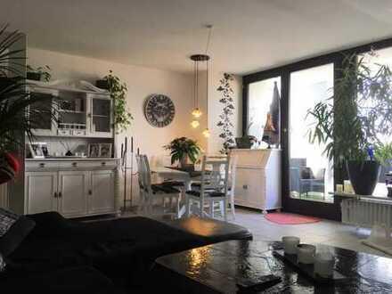 Gemütliche und große Dachgeschosswohnung mit Loggia im behaglichen Leverkusen-Lützenkirchen