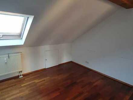 Erschwingliche und neuwertige 4-Zimmer-Wohnung mit Einbauküche und Balkon in Sinntal