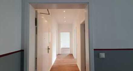 Großzügige, neuwertige, helle 3 Zimmer-Wohnung mit Balkon in Top-Lage