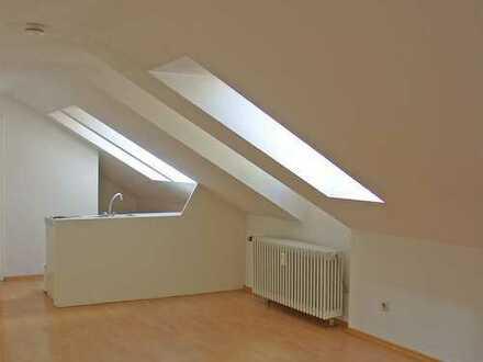 POCHERT HAUSVERWALTUNG - Hübsches helles 1-Zimmer-Apartment im Dachgeschoss in KL-City
