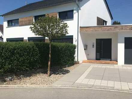 Modern luxuriöses freistehendes Einfamilienhaus mit acht Zimmern, Memmingerberg