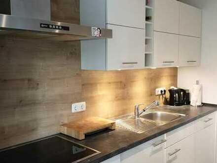 Exklusive, modernisierte 4-Zimmer-Hochparterre-Wohnung mit Balkon und EBK in Würzburg