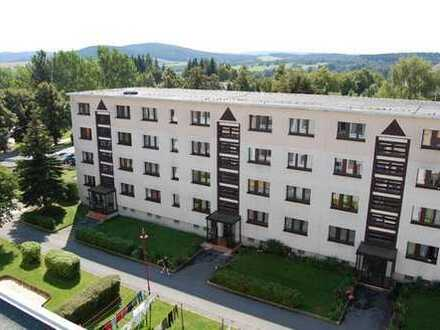 Wohnung sucht neuen Mieter(in)!!WGgeeignete 4Zi.Whg;WB,Balkon,Laminat;Aussenstellplatz inklusive
