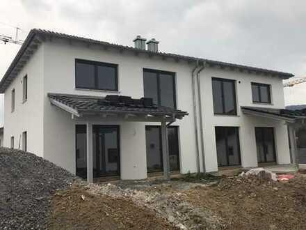 Moderne Neubau Doppelhaushälfte (Haus 2) zu vermieten