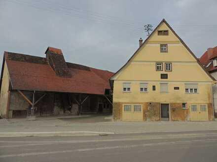 Baudenkmal - mitten drin. Gehöft aus dem 18. Jahrhundert mit wunderschönem großen Grundstück
