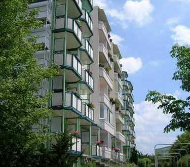 Ideal für Singles und Azubis - Sanierte 2-Raum-Wohnung mit Balkon