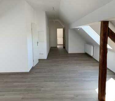 Erstbezug nach Sanierung mit EBK: schöne 3-Zimmer-DG-Wohnung in Ochsenfurt