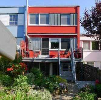 Mut zur Farbe! Reihenmittelhaus mit schönem Garten und Garage in Dorsten, Wulfen-Barkenberg