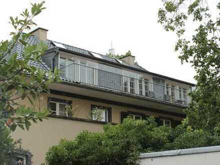 Altbauwohnung im Dachgeschoss mit Südbalkon und Sicht ins Grüne
