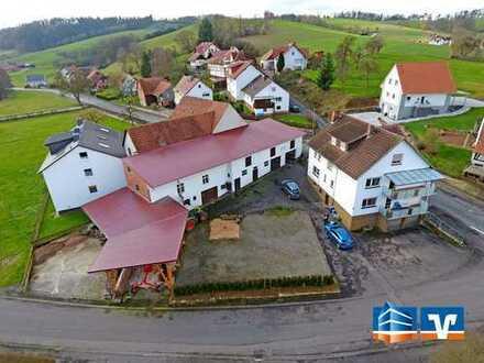 Im Herzen von Alheim, Niedergude! Schönes Zweifamilienhaus mit großem Hof!