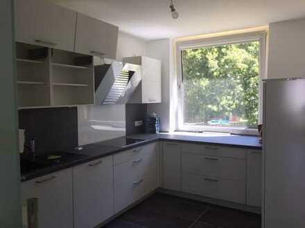 Erstbezug nach Sanierung mit EBK und Balkon: exklusive 3-Zimmer-Hochparterre-Wohnung in Kirchrode