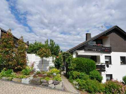 Helle undfreundliche 4-Zimmer-Hochparterre-Wohnung mit Balkon und EBK in Melsbach