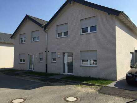 Doppelhaushälfte 147 m² , Neubau angrenzend an Wander-u. Radweg Rheinaue Friemersheim